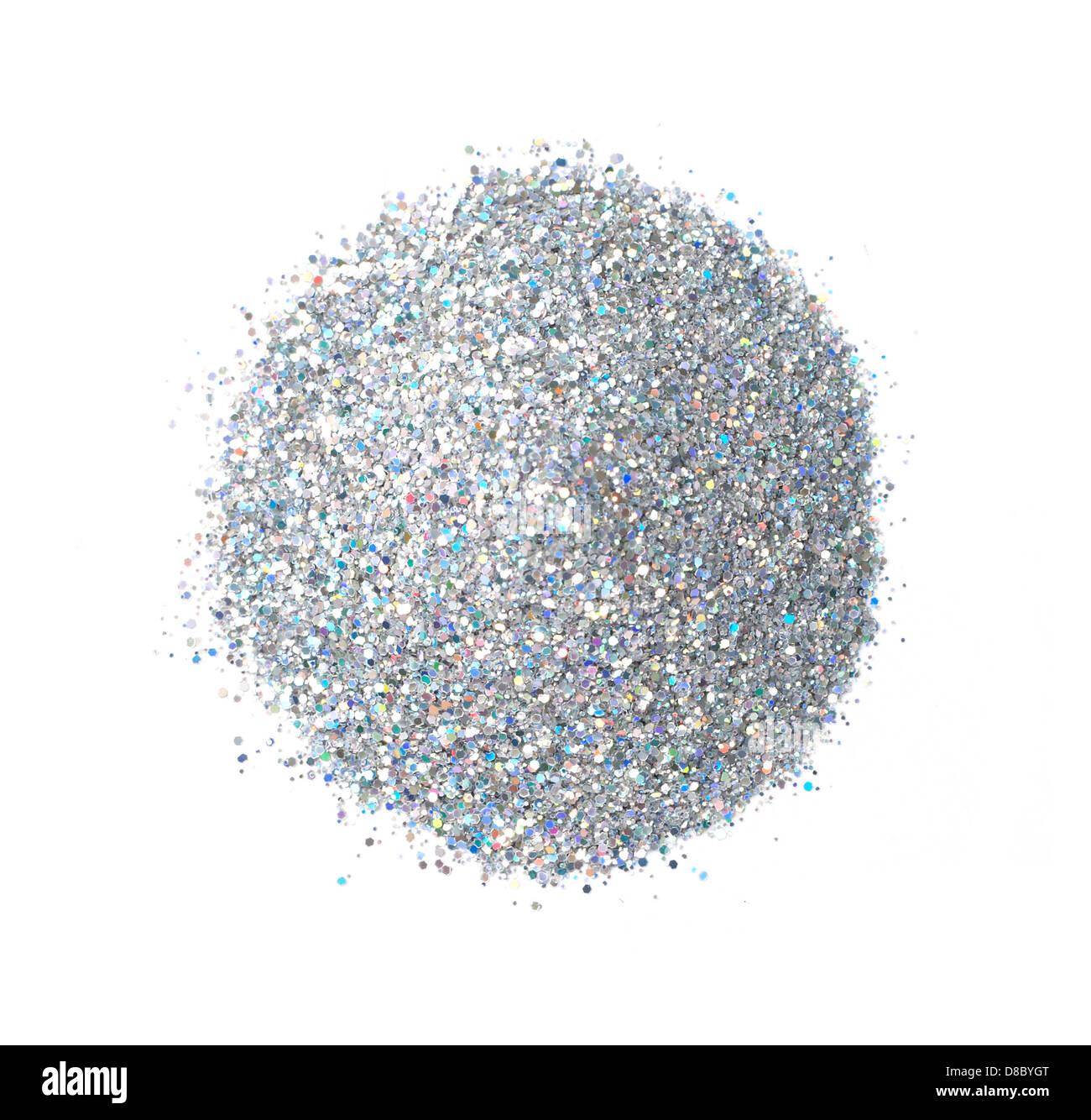 Haufen von Silber und blau Glitzer ausgeschnitten auf weißem Hintergrund Stockbild