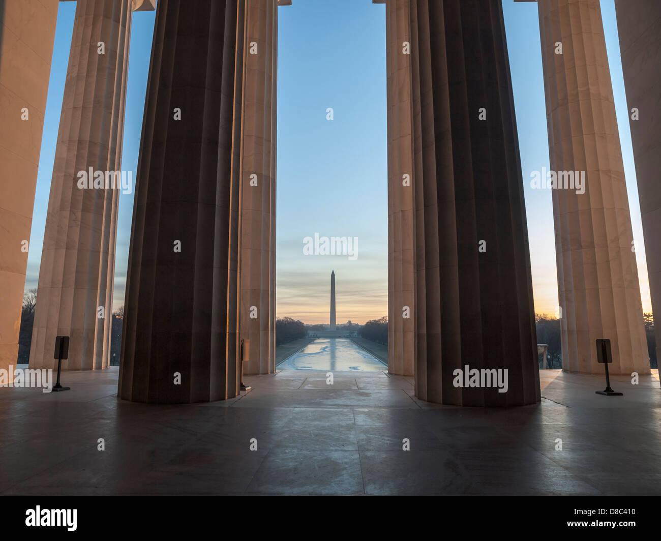 Lincoln Memorial Blick Richtung Washington Monument und das Einkaufszentrum in der Morgendämmerung. Stockbild