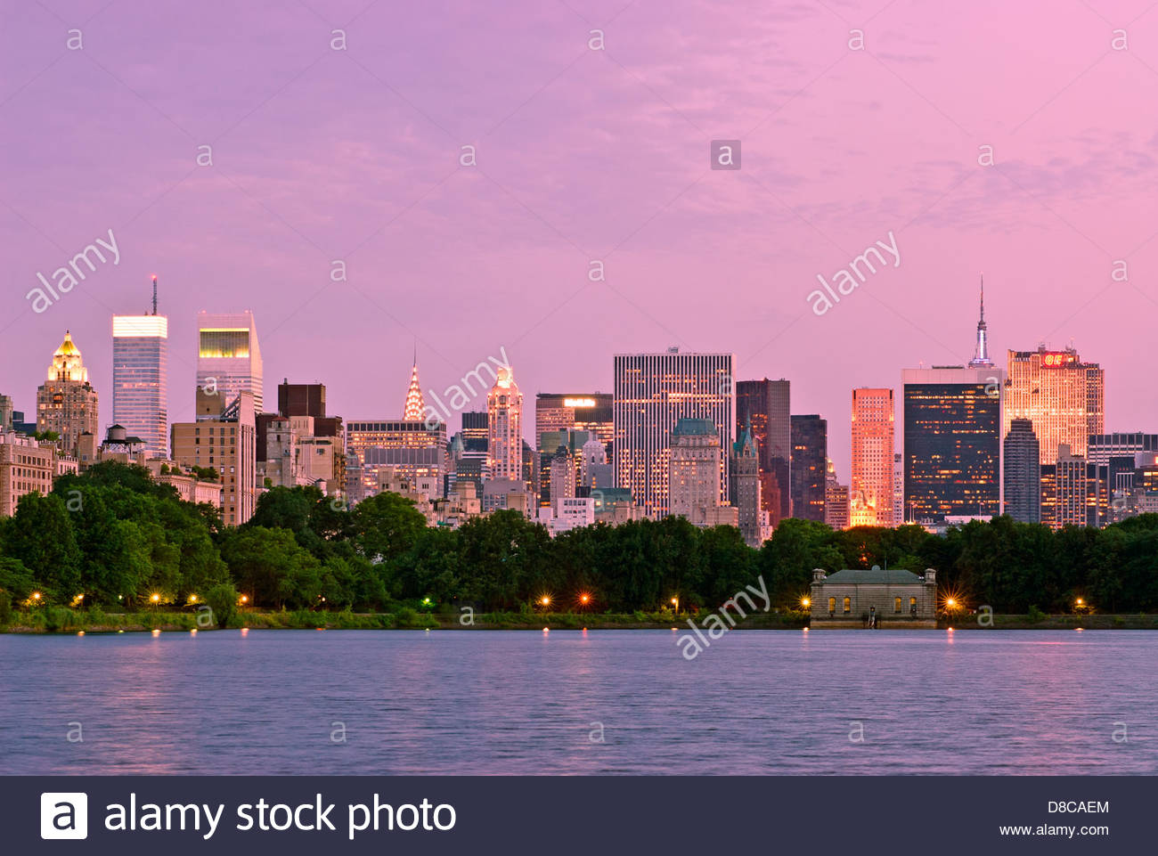 Der Central Park South in Midtown Manhattan Skyline Stockbild
