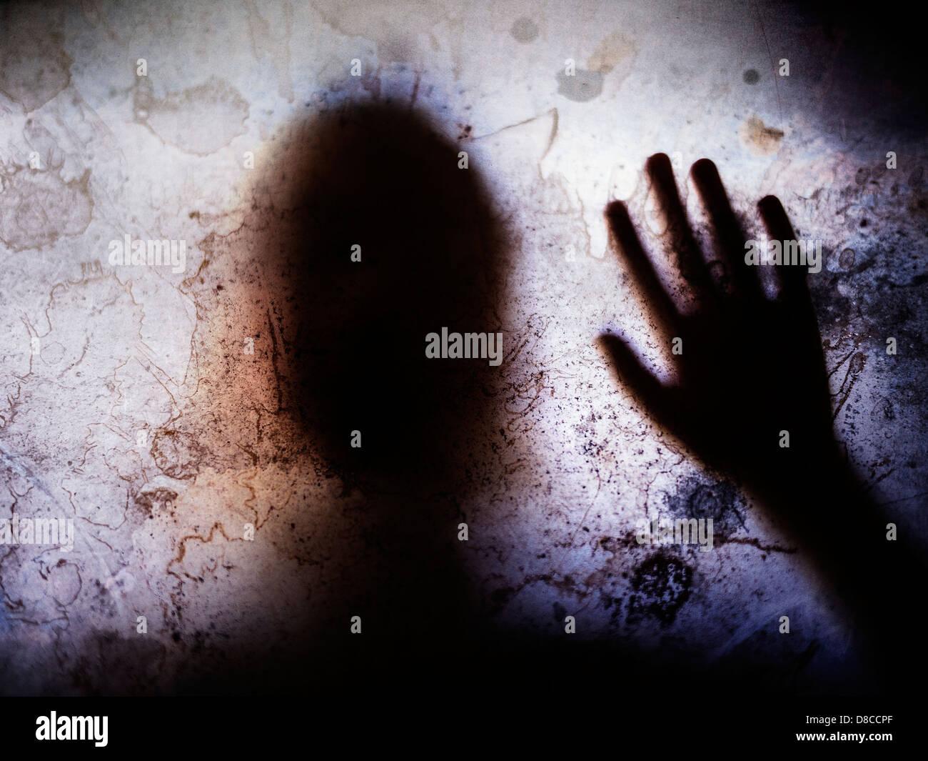 Berührt durch Ihre Anwesenheit. Kind-silhouette Stockbild