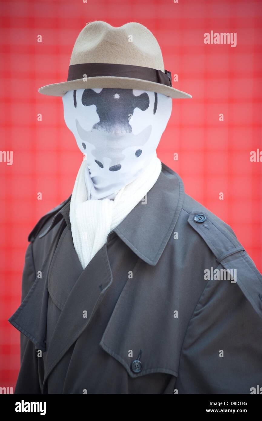 London, UK - 26. Mai 2013: David Mcghee verkleidet als Rorschack der Wächter posiert für ein Foto während der London Stockfoto