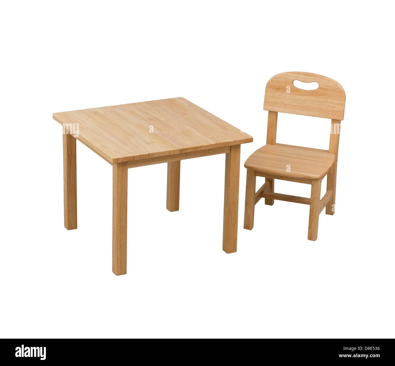 einen kleinen h lzernen stuhl und schreibtisch f r kinder. Black Bedroom Furniture Sets. Home Design Ideas