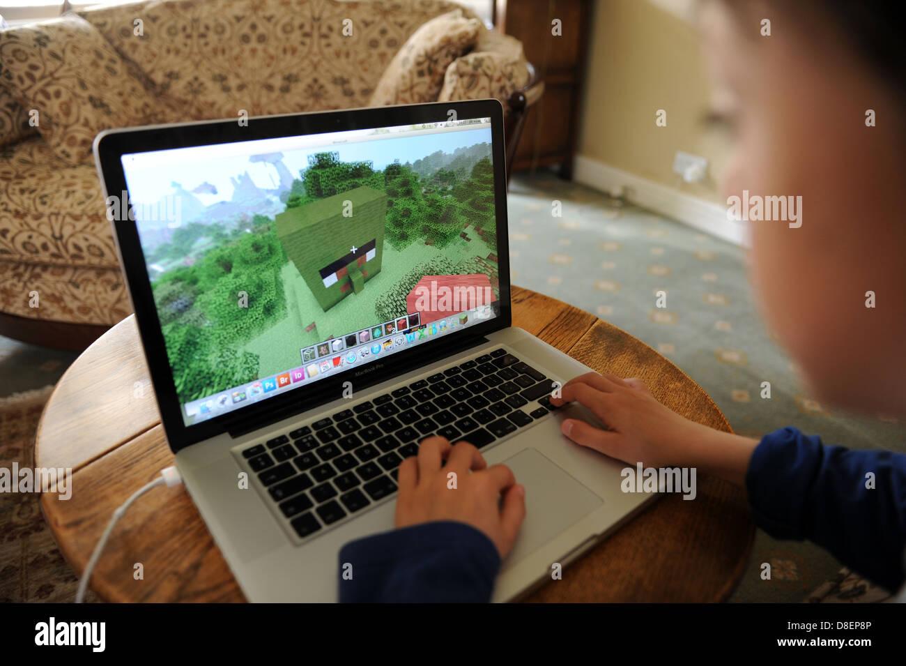 Buchen Sie Jahre Alter Junge Auf Minecraft Spielen Auf Einem Apple - Minecraft an spielen