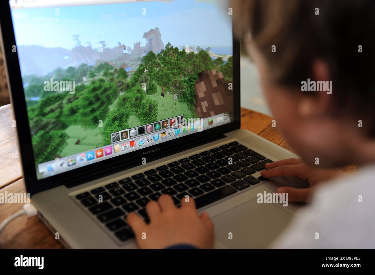 Buchen Sie Jahre Alter Junge Auf Minecraft Spielen Auf Einem Apple - Minecraft computer spielen