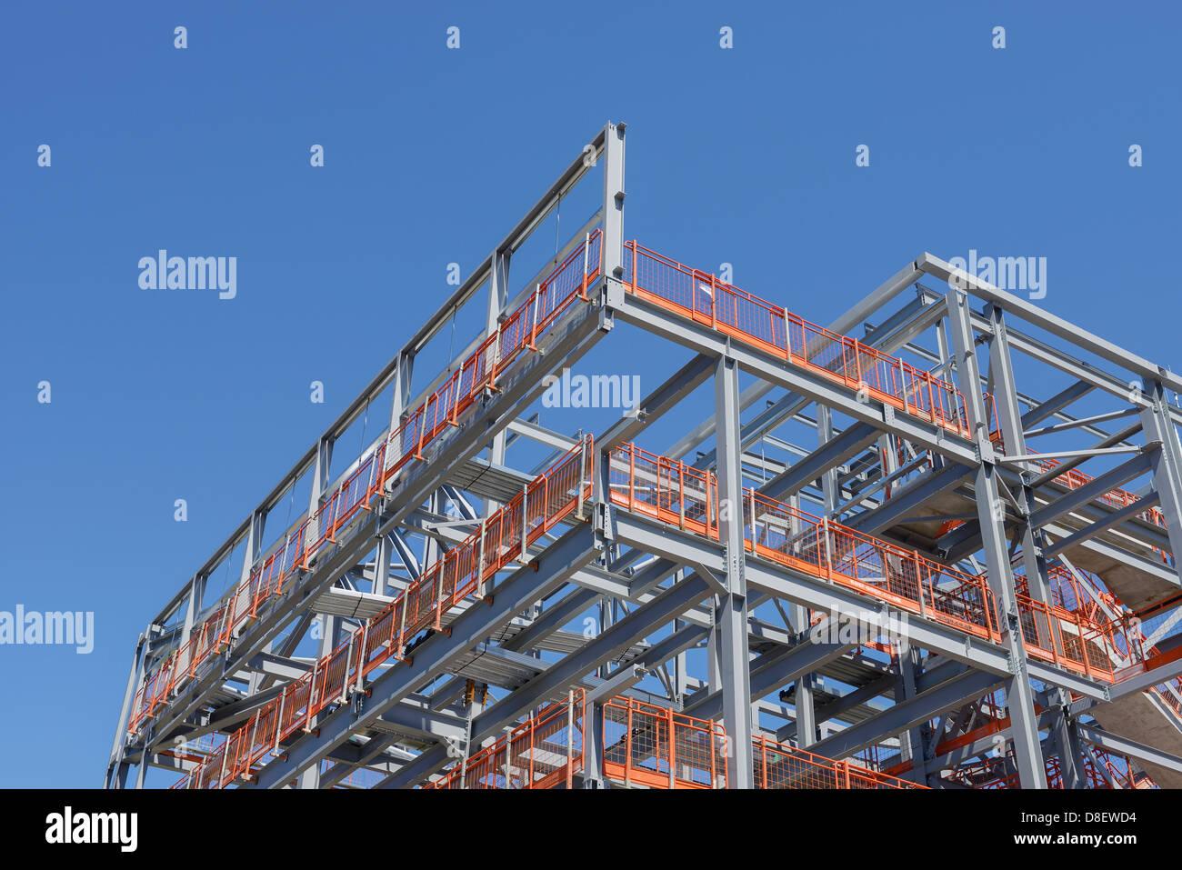 Einbaurahmen Website Stahl mit Sicherheitsgeländer Stockbild