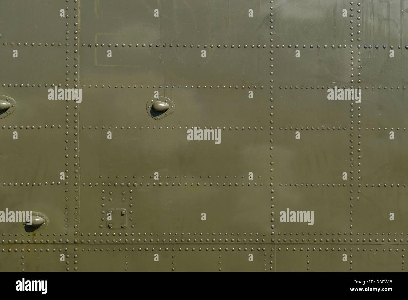 Militärische grüne Metall und Nieten-Details Stockbild
