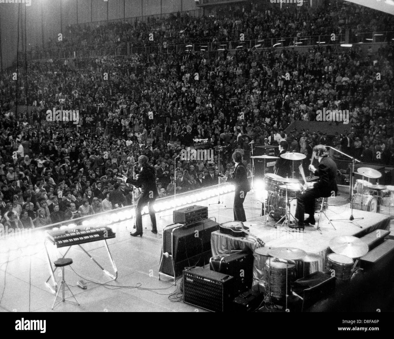 Blick Über Die Bühne Auf Das Fachpublikum Studienabschnitte des Auftritts der Britischen Popgruppe The Stockbild