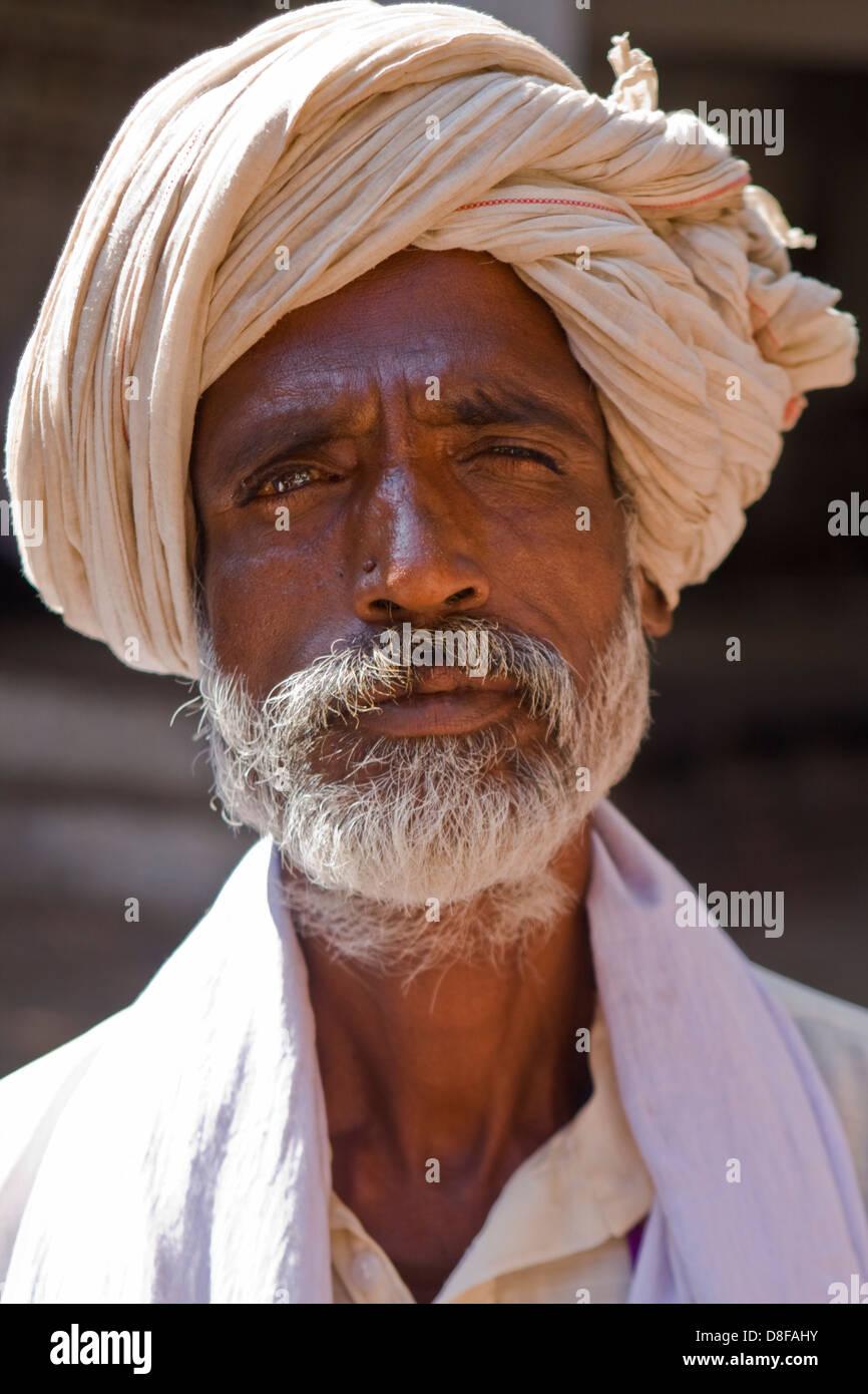 Asien, Indien, Karnataka, Mahakuta, Porträt von einem indischen Mann mit turban Stockbild
