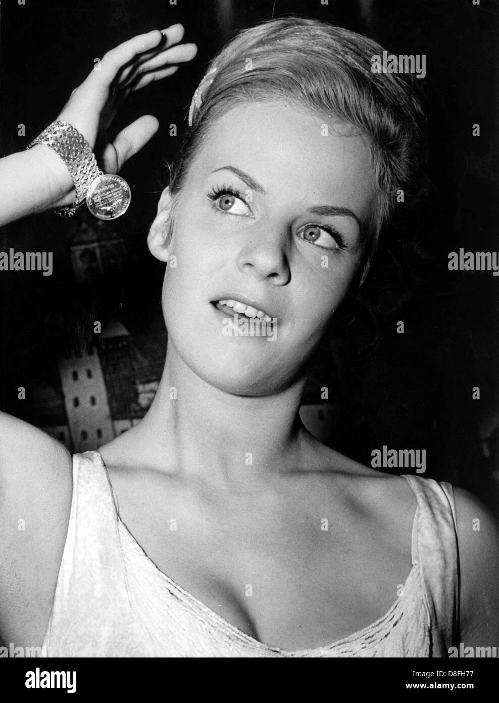 Sängerin Und Schauspielerin Heidi Brühl Erhält Die Goldene