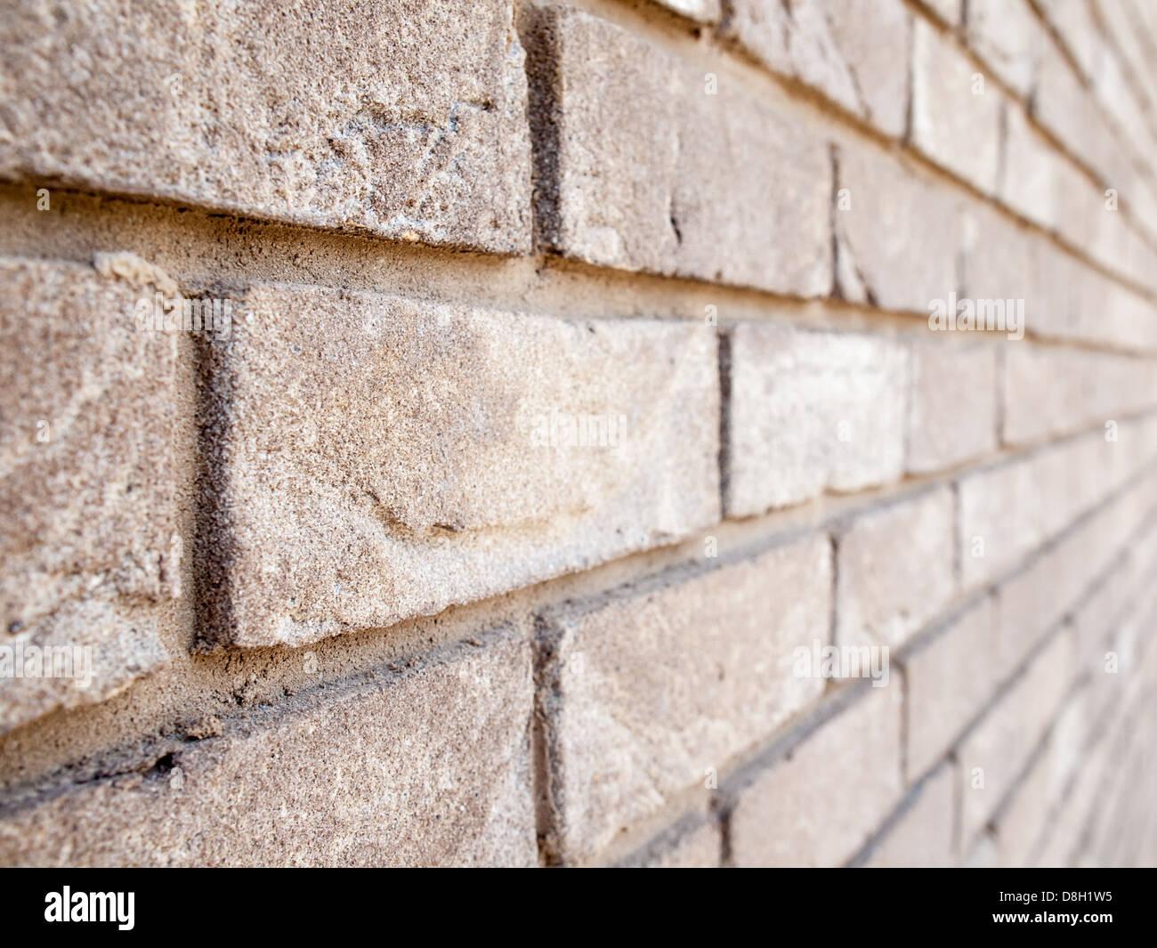alte Mauer betrachtet im Winkel mit geringen Schärfentiefe mit ...