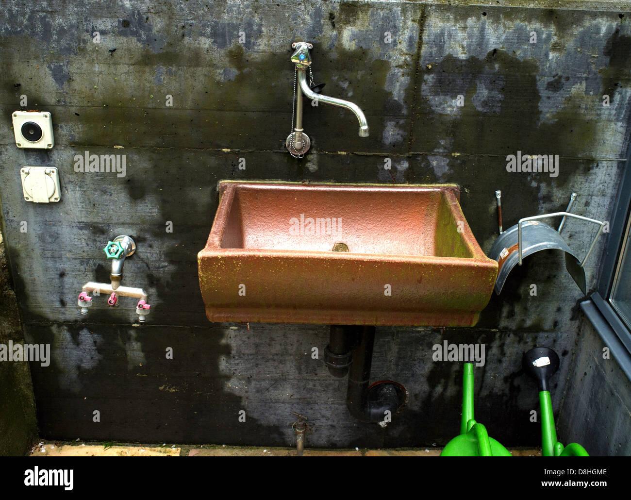 Kupfer Waschbecken Garten Stockfoto Bild 56934654 Alamy