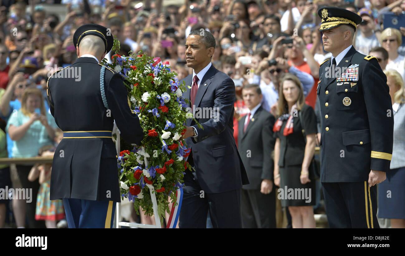 US-Präsident Barack Obama legt einen Kranz auf das Grab des unbekannten Soldaten zu Ehren des Memorial Day Stockbild