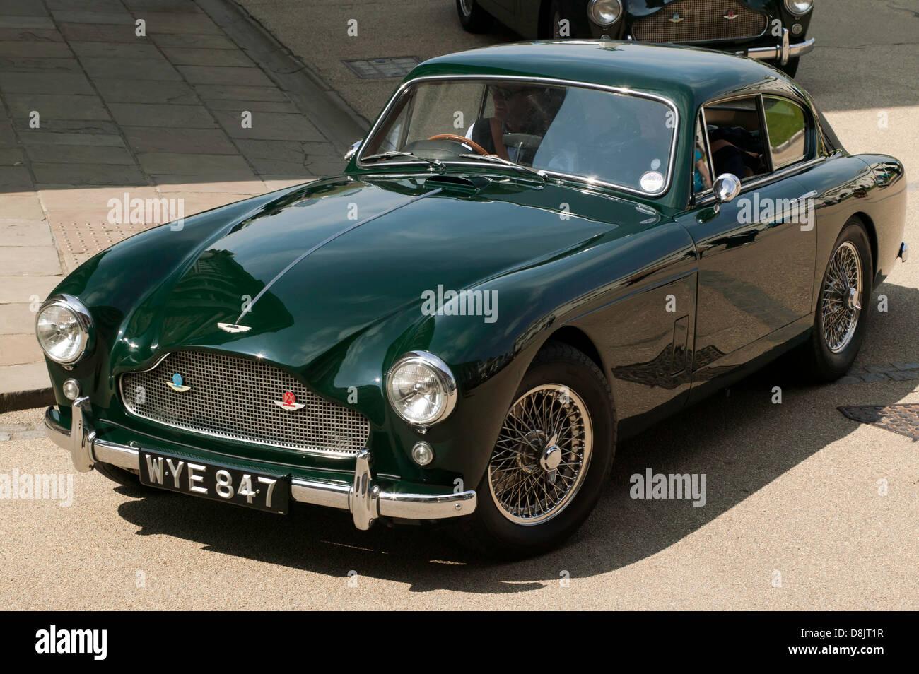 Ein Wunderschönes Beispiel Für Einen Klassiker Von 1959 Green Aston Martin Db3 Im Old Royal Naval College In Greenwich Stockfotografie Alamy