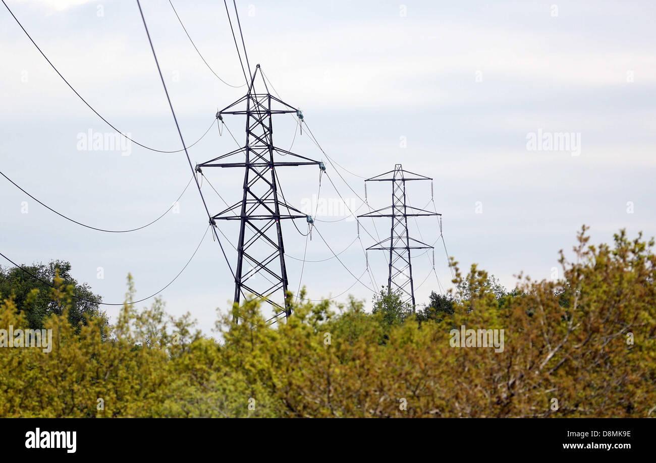 Swansea, Südwales, UK. Mi 29 Mai 2013 Bild: Strommasten im Bereich Blaenymaes von Swansea, versuchte Howells Kabel Stockfoto
