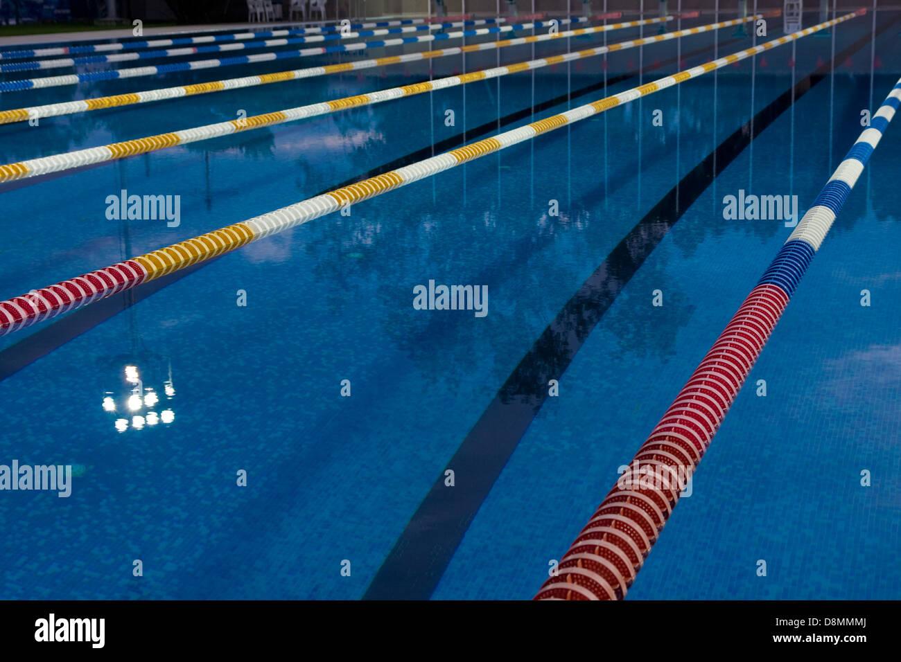 Teil der Korridore des öffentliches Schwimmbad. Stockbild