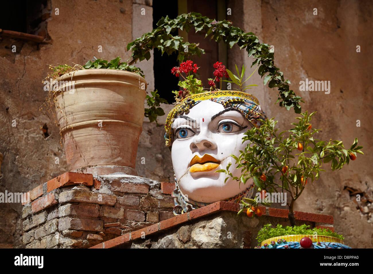 Sizilianische Keramik Kunst Dekoration, Altstadt in Taormina, Sizilien, Italien Stockbild