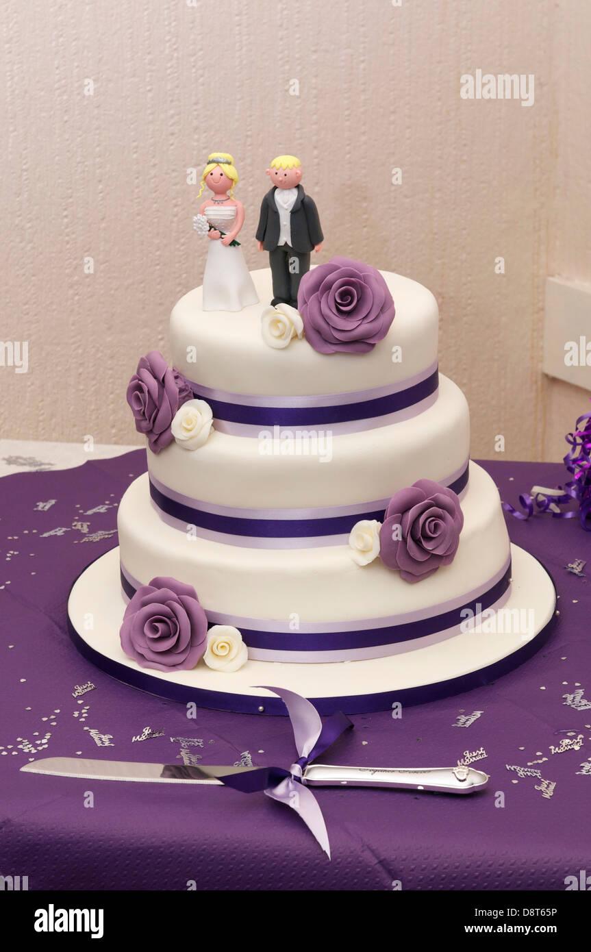 Hochzeitstorte Mit Lila Schema Drei Tier Kuchen Stockfoto Bild