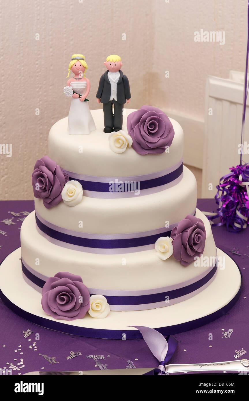 Einzigartig Hochzeitstorte Lila Referenz Von Mit Schema Drei Tier Kuchen