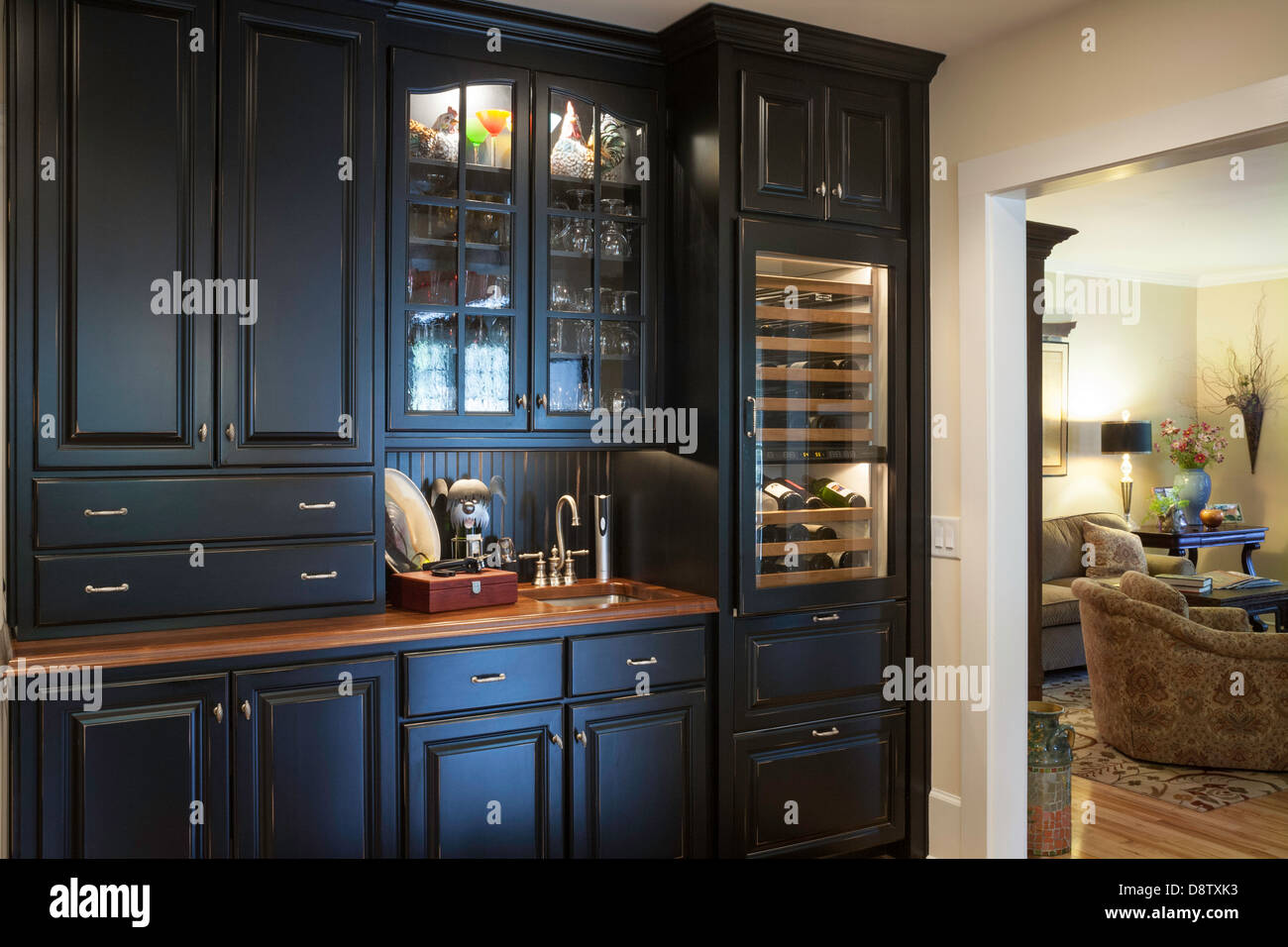 Luxury Home Interior Wet Bar Stockfotos & Luxury Home Interior Wet ...