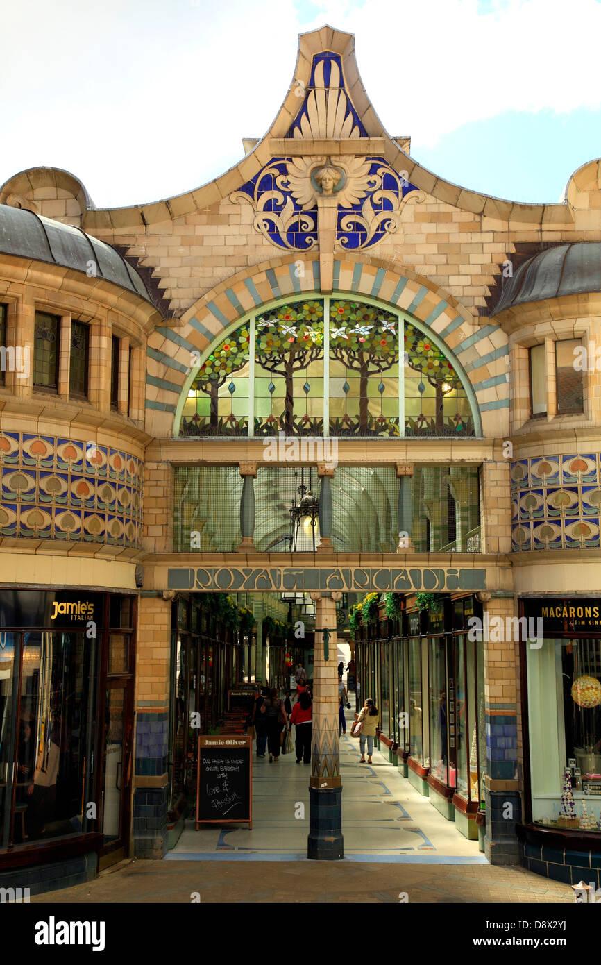 Norwich, Royal Arcade, Norfolk, England, UK, Kunst und Kunsthandwerk-Architektur Stockfoto