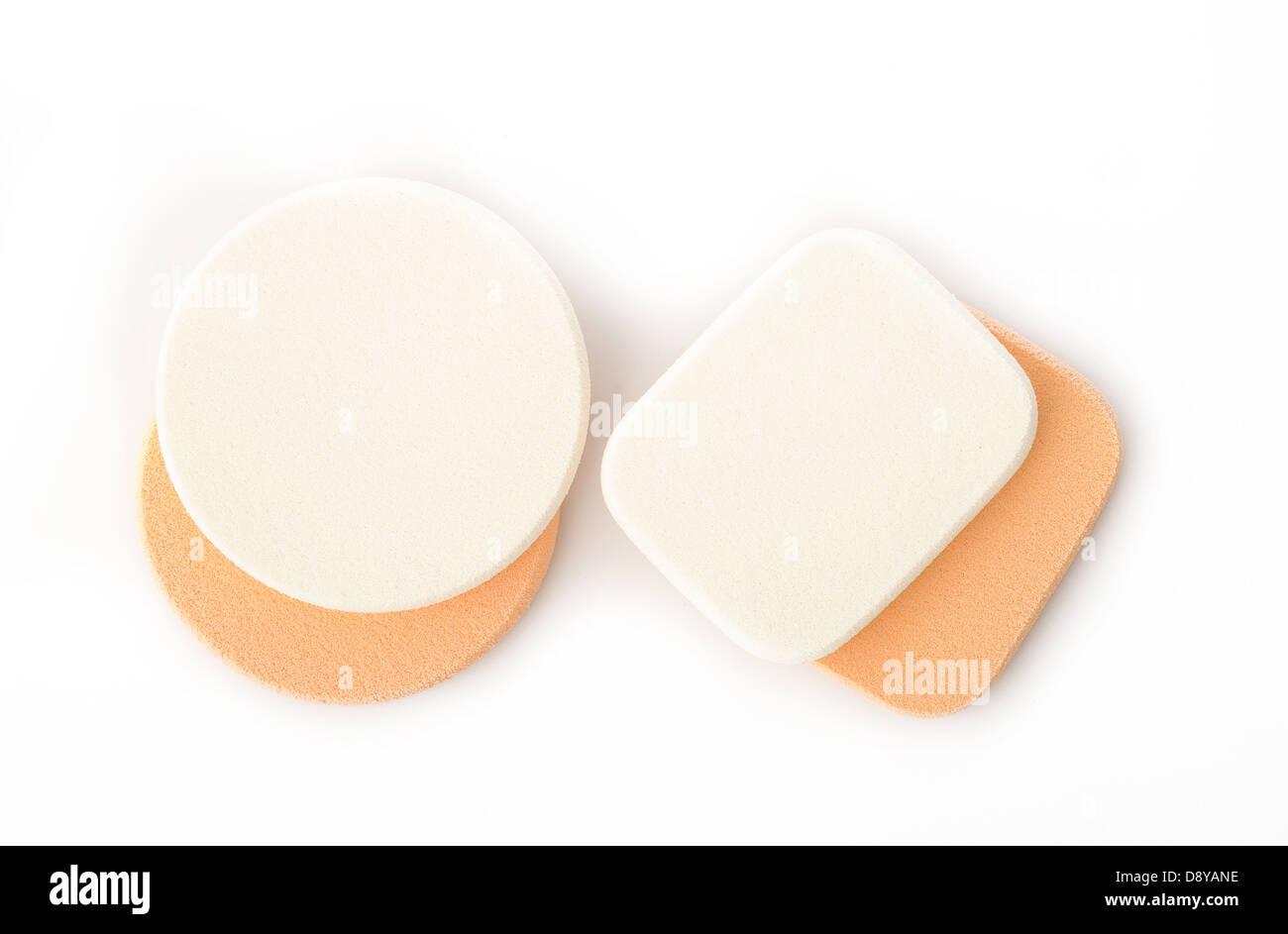 kosmetische Schwämme auf weißem Hintergrund Stockbild