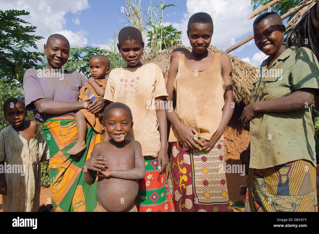 Burundi kirundo a familie neben der stra e leben in armut for Minimalistisch leben mit familie