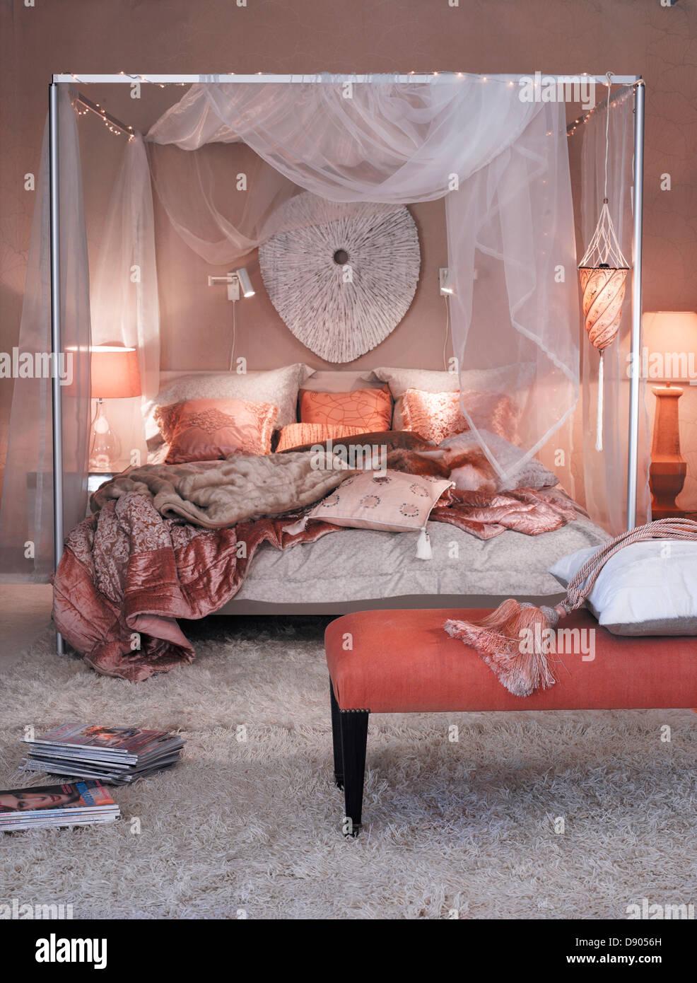 Ein Schlafzimmer in warmen Farben gehalten Stockfoto, Bild: 57167113 ...