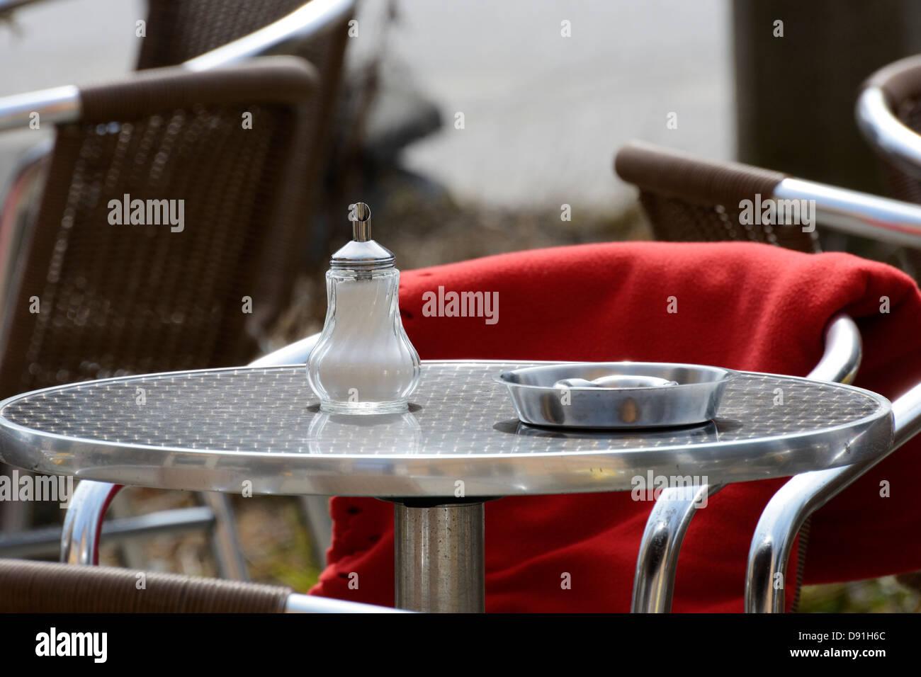 Cafe Table Stockfotos & Cafe Table Bilder - Alamy
