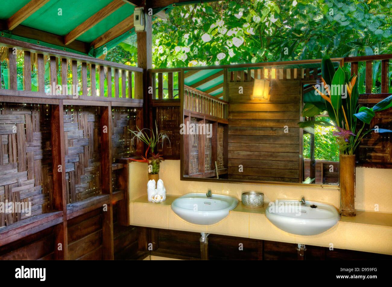 Baumhaus-Badezimmer im OUR JUNGLE HOUSE eine Lodge im Regenwald in