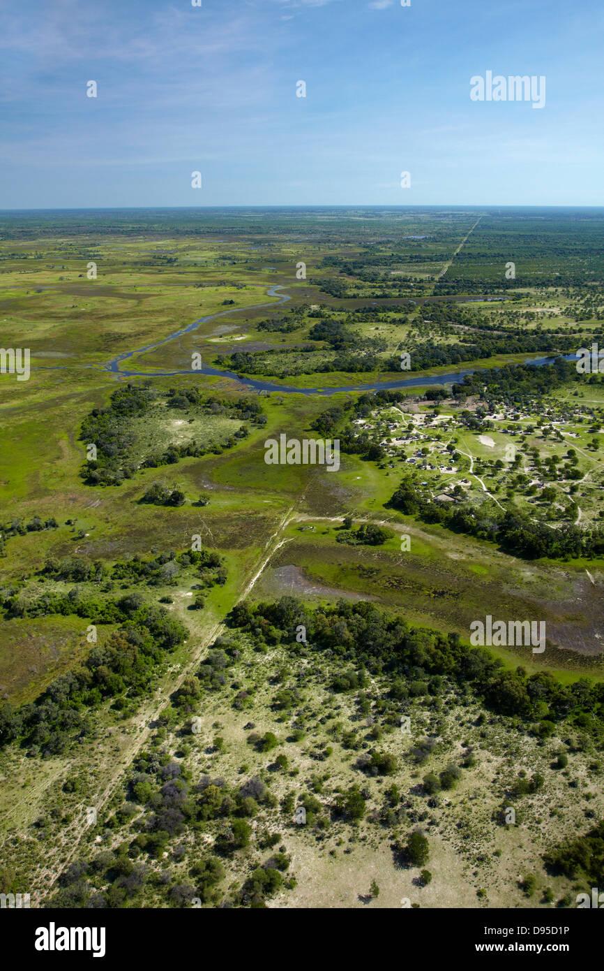 Buffalo Zaun (Krankheit Kontrolle Zaun) trennt Tierwelt vom Hausrind, und Boro River, Okavango Delta, Botswana, Stockbild