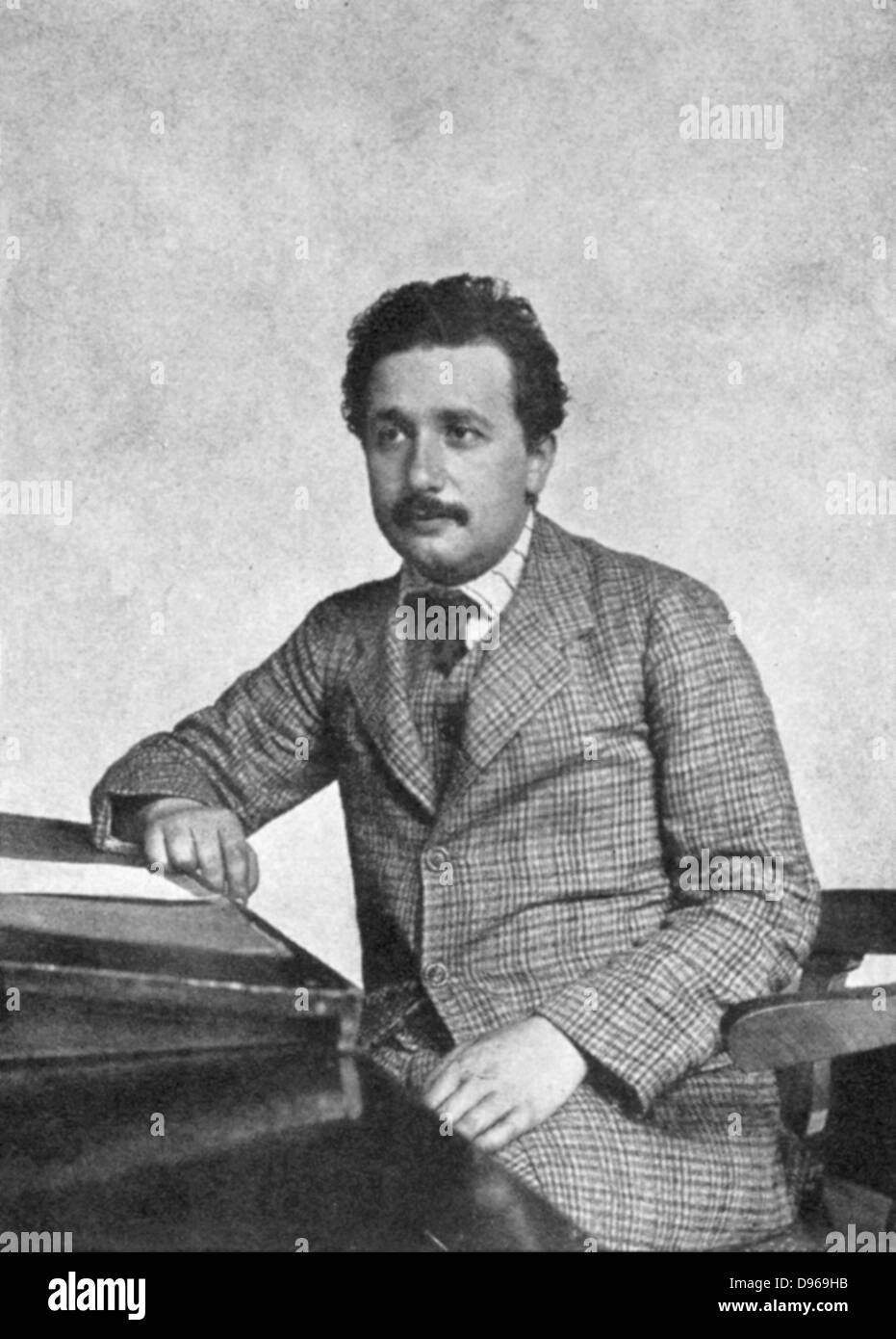 Albert Einstein (1879-1955) deutsch-schweizerischer Mathematiker im Jahre 1905 Stockbild