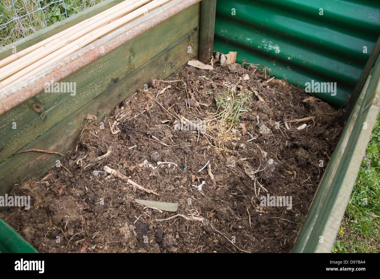 garden compost bin stockfotos garden compost bin bilder alamy. Black Bedroom Furniture Sets. Home Design Ideas