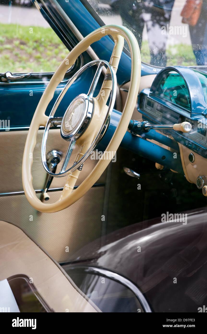 sowjetischen wolga gaz 21 oldtimer blau interieur stockfoto bild 57328827 alamy. Black Bedroom Furniture Sets. Home Design Ideas