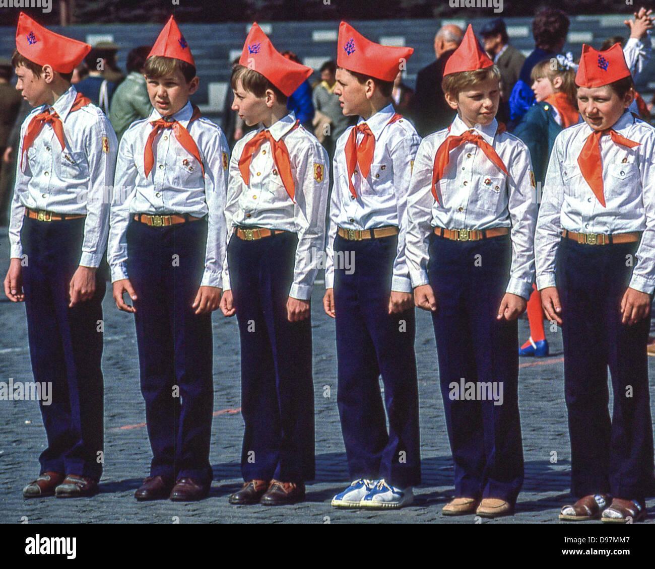 1 mai 1984 moskau ru eine gruppe von jungen pioniere. Black Bedroom Furniture Sets. Home Design Ideas