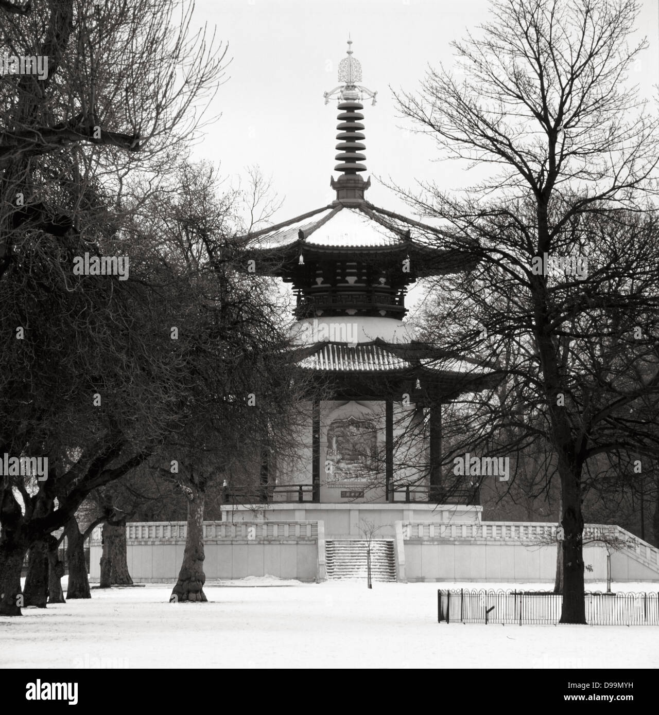 Battersea Park Peace Pagoda in West-London Stockbild