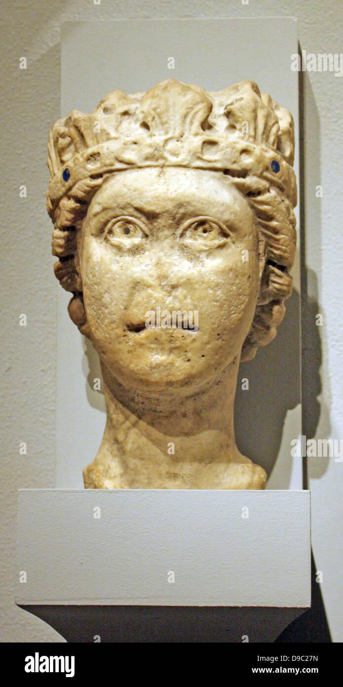 Kalkstein-Kopf eines bärtigen Mannes, möglicherweise Jupiter.  Italienischen Süden, möglicherweise Apulien. Geschnitzte 1200-1300. Stockfoto