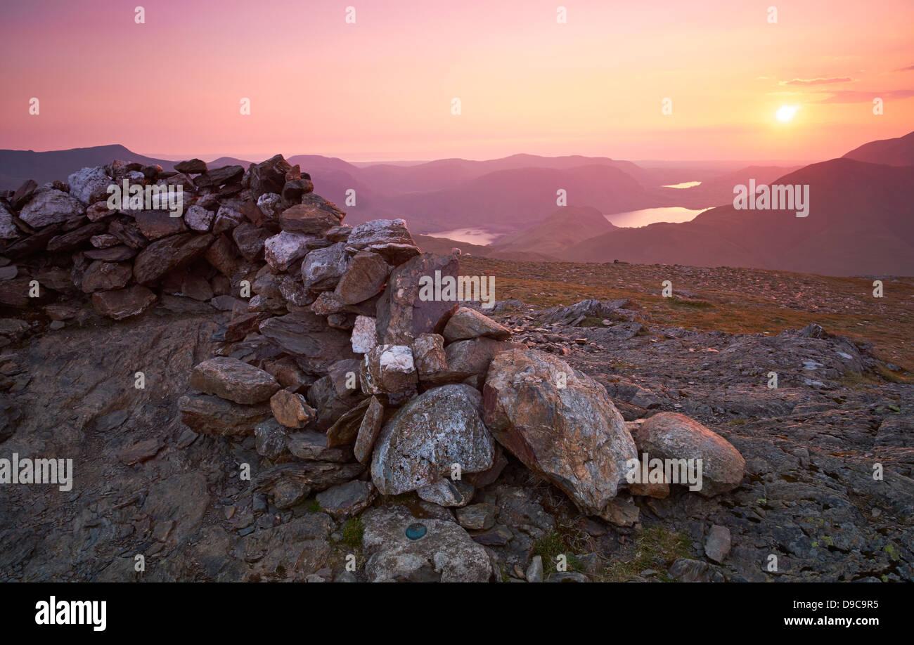 Der Gipfel des Robinson im Lake District bei Sonnenuntergang. Hohe Snockrigg, Loweswater fiel, niedrige Bank und Stockbild
