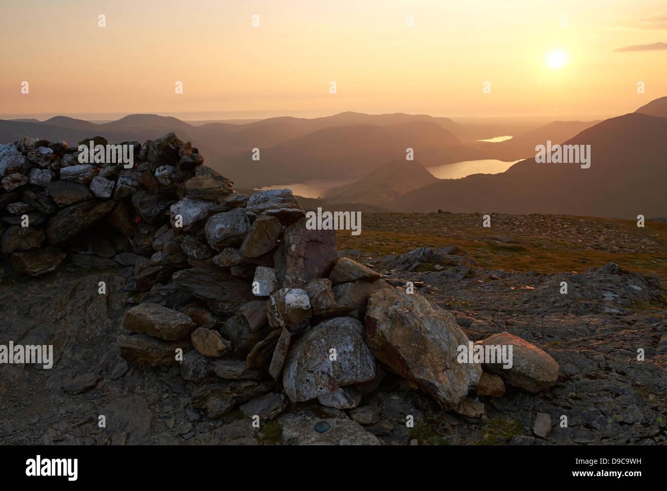 Der Gipfel von Robinson im Lake District bei Sonnenuntergang. hohe snockrigg, loweswater fiel, niedrige Bank und Stockbild