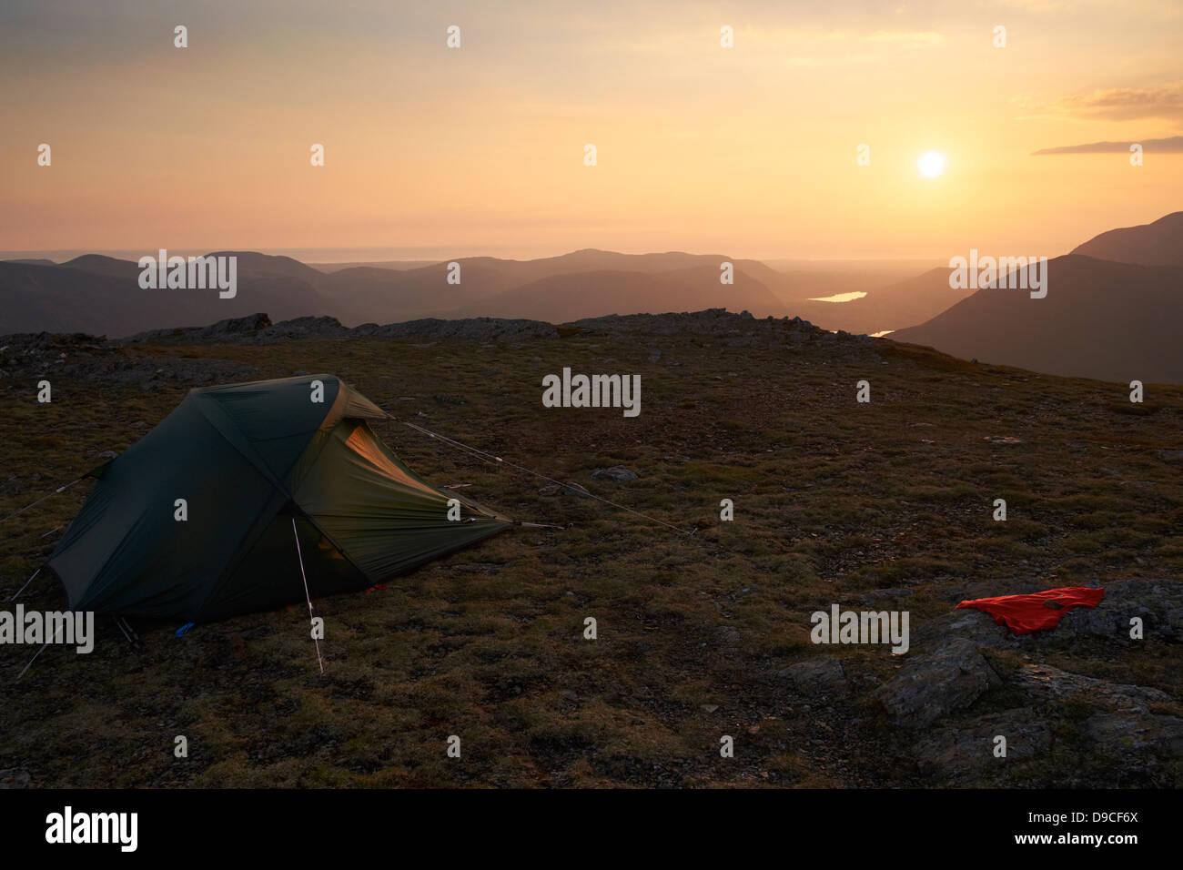 Wildes Campen auf dem Gipfel des Robinson, Buttermere im Lake District. Stockbild