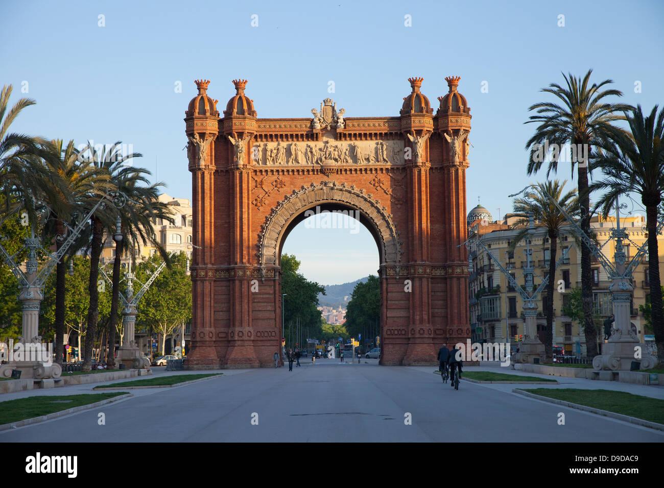 Berühmten Triumphbogen von Barcelona (Spanien) bei Sonnenaufgang Stockbild