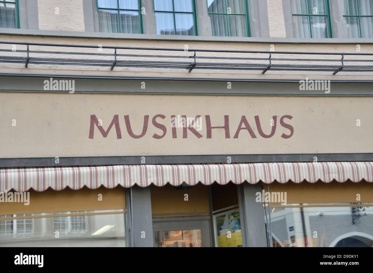 Musikhaus stockfotos musikhaus bilder alamy for Musik hause