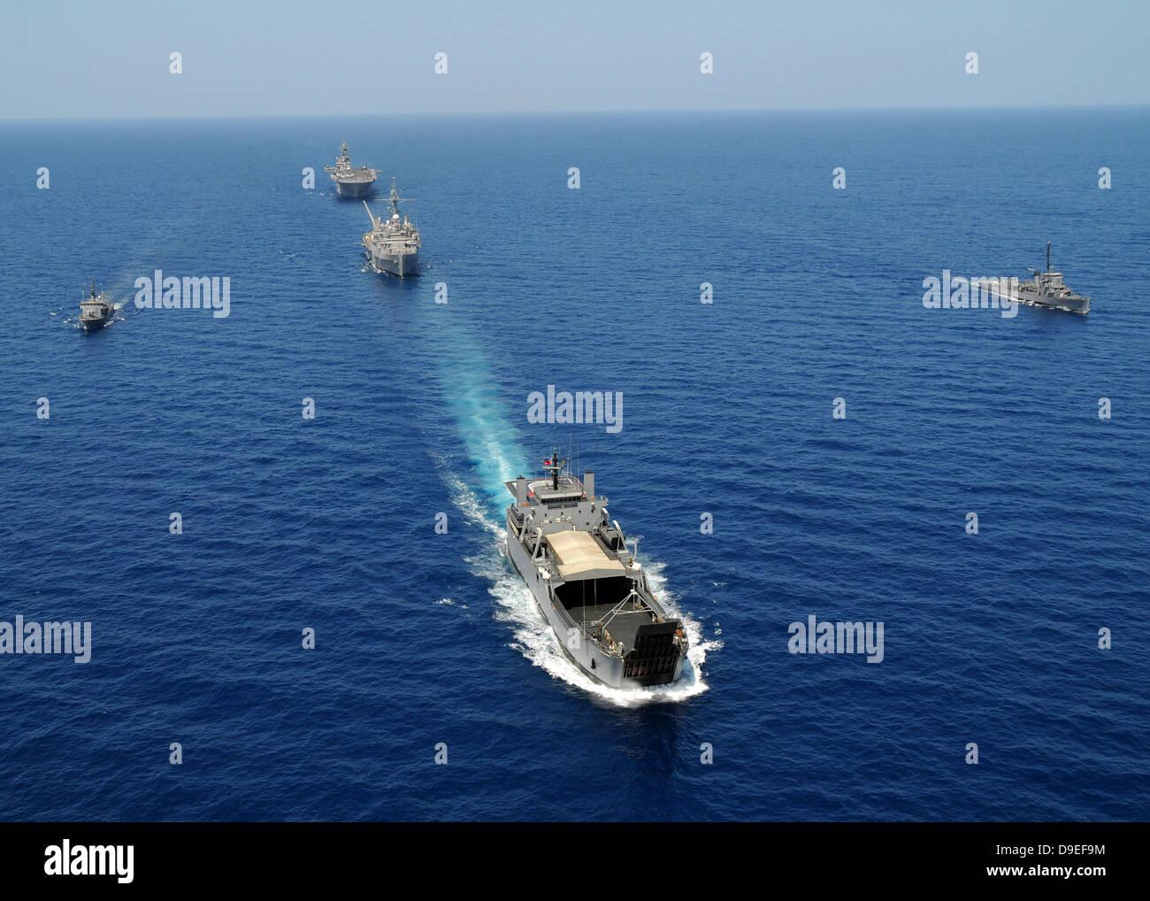 Die Republik der Philippinen Marine Schiffe cruise in Bildung und Teilnahme an Übung Balikatan 2010. Stockbild