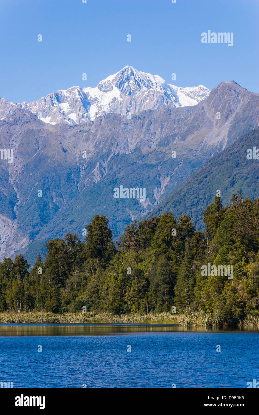 Aoraki/Mount Cook (3754m) ist der höchste Berg in Neuseeland und ist hier vom Lake Matheson, in der Nähe von Fox Stockfoto