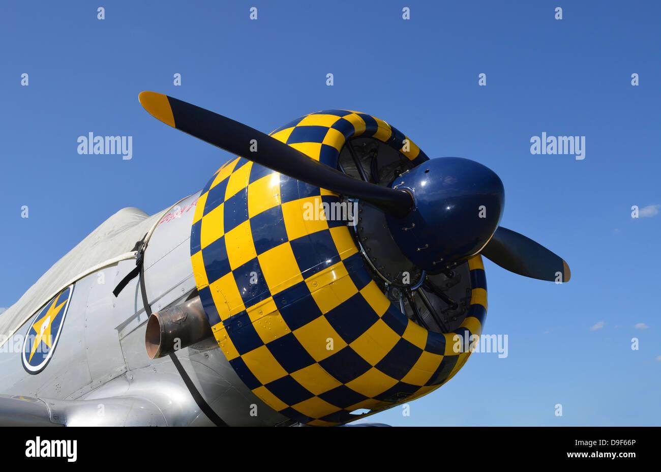Nahaufnahme des Propellers im AT-6F Texaner Flugzeug. Stockbild