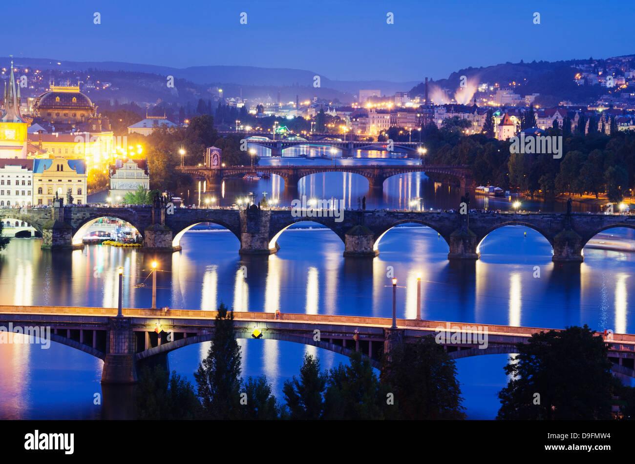 Brücken auf der Vltava (Moldau), UNESCO-Weltkulturerbe, Prag, Tschechische Republik Stockbild