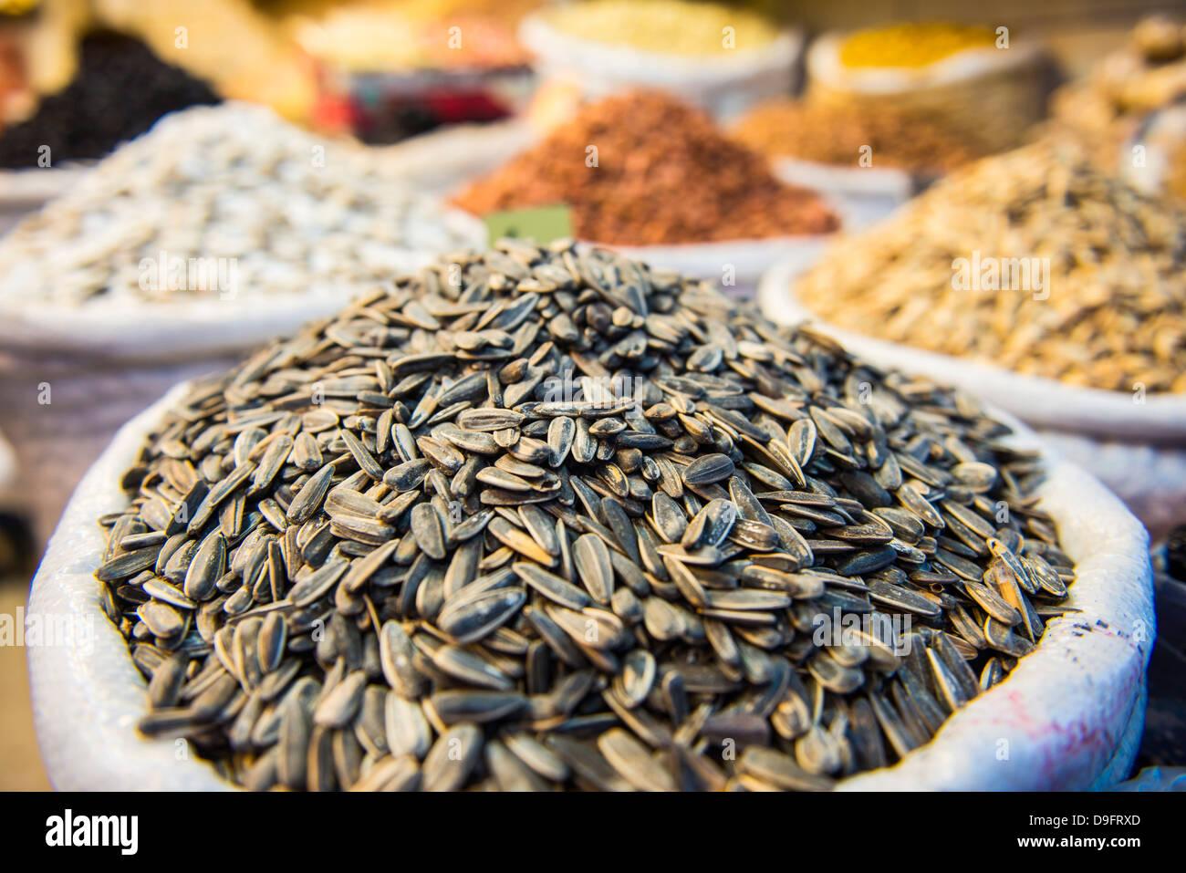 Muttern für Verkauf in den Basar von Sulaymaniyah, Kurdistan-Irak, Irak, Nahost Stockbild