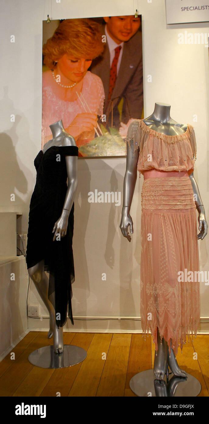 Zwei wichtige und einzigartige Kleider von Prinzessin Diana HRH ...