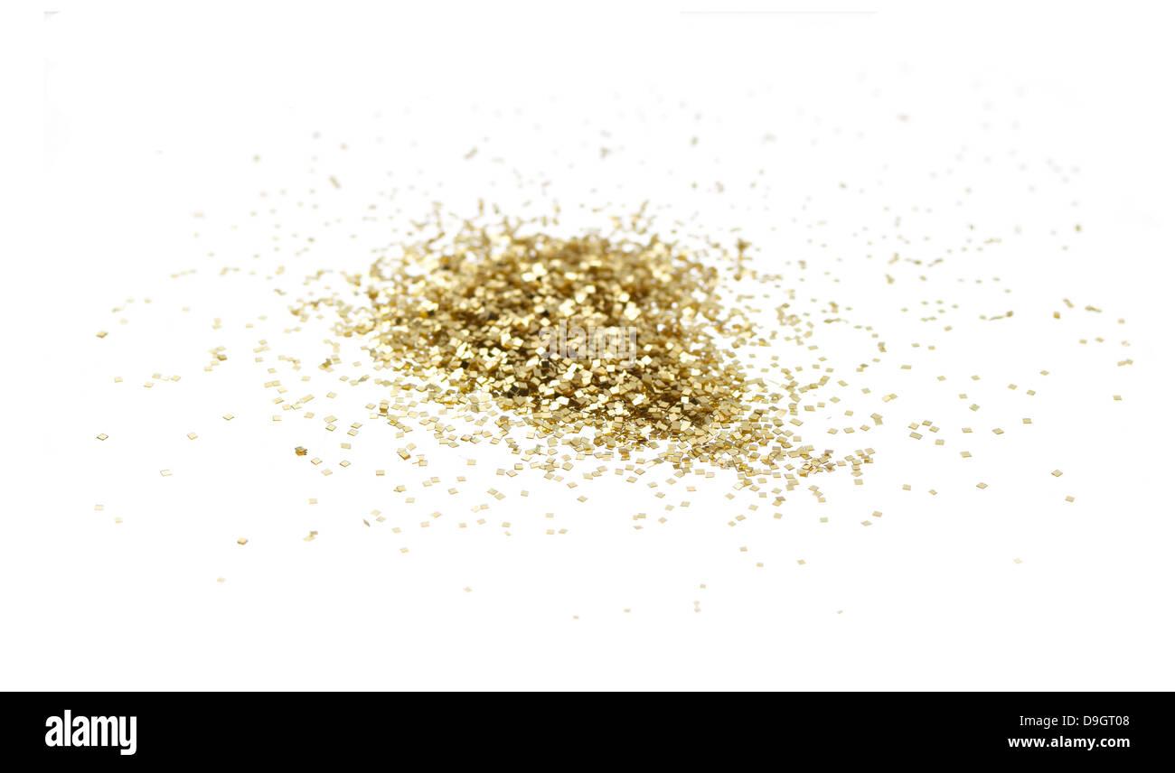 losen Haufen von gold-Glitter auf einem weißen Hintergrund ausschneiden Stockbild