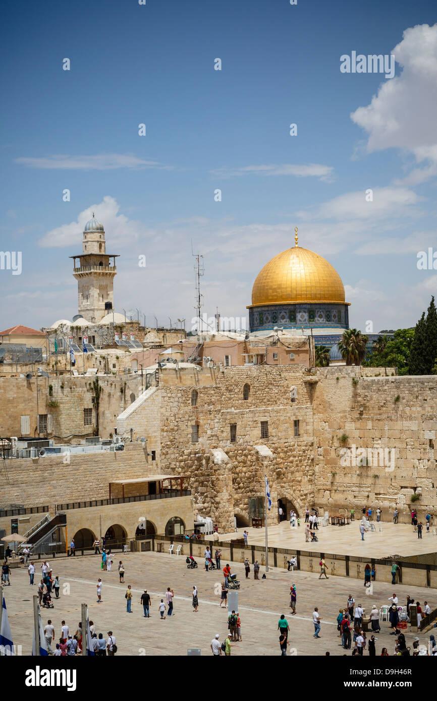 Blick auf die Klagemauer bekannt auch als der Westwand und die Kuppel der Moschee Rock, Jerusalem, Israel. Stockfoto