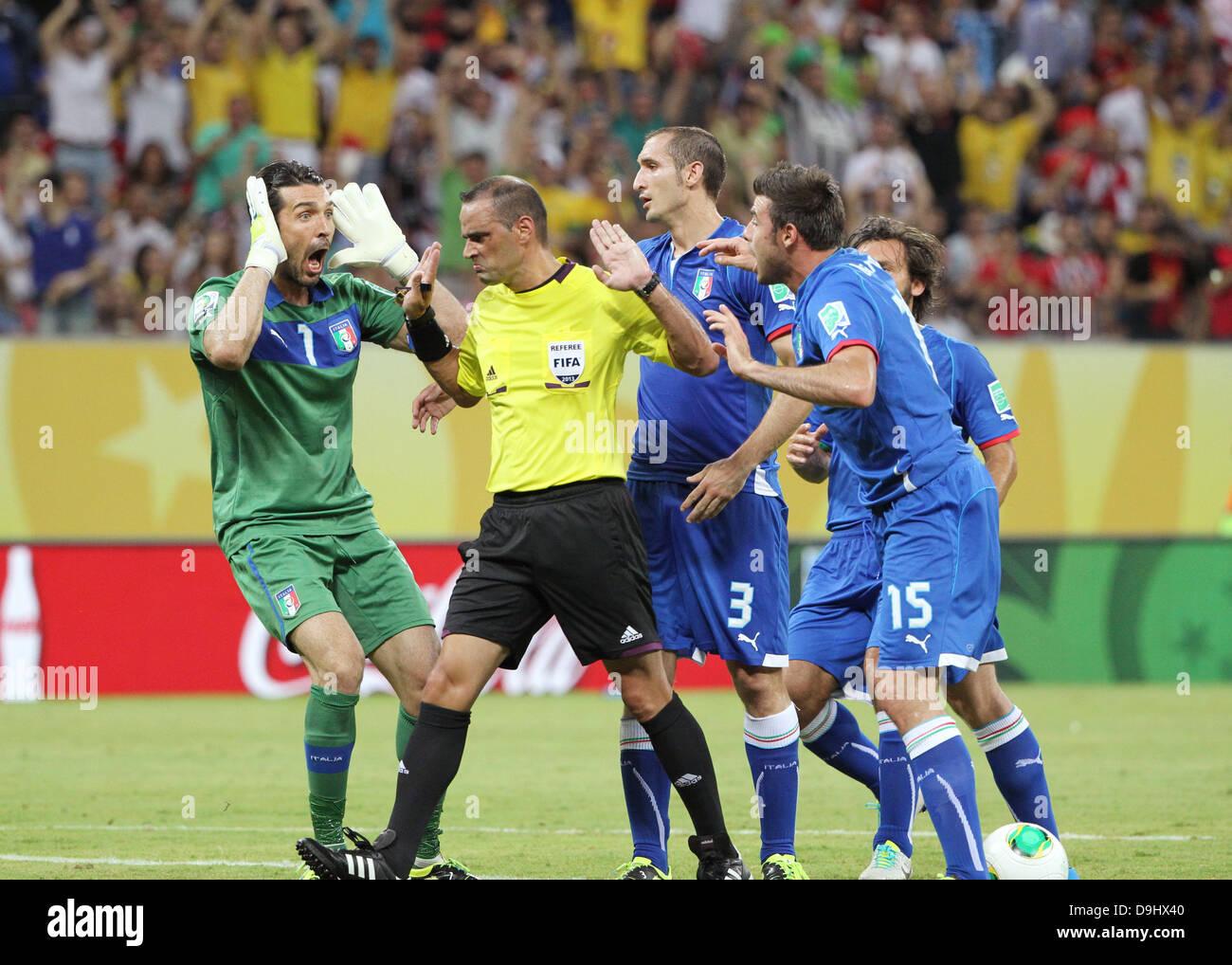 Gianluigi Buffon (ITA), 19. Juni 2013 - Fußball / Fußball: Gianluigi Buffon Italiens Proteste um Schiedsrichter Stockfoto